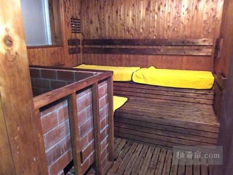 須川高原温泉 千人風呂のサウナ 内部