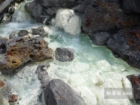 須川高原温泉 宿の周りを流れる温泉川