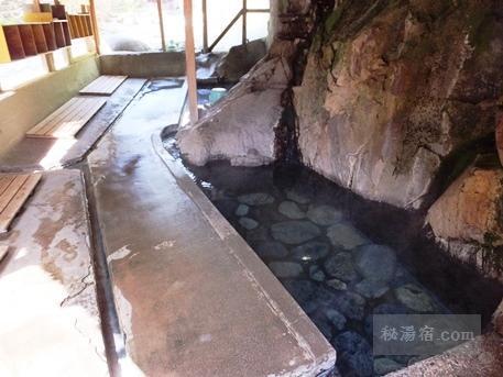 木賊温泉 岩風呂 24時間営業の共同浴場 ★★★★