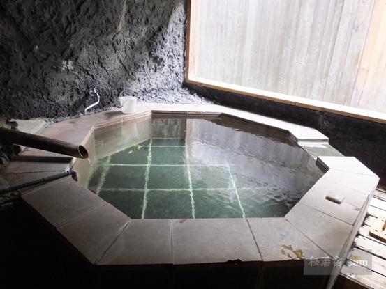 湯の小屋温泉 龍洞30