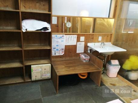 沢渡温泉 共同浴場17