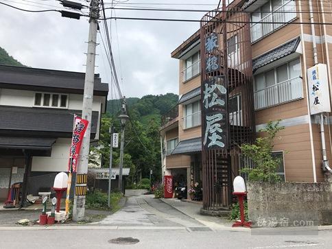 湯西川温泉 薬師の湯に向かう路地の入口