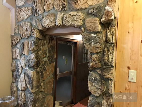 逆巻温泉 川津屋 洞窟風呂の入口