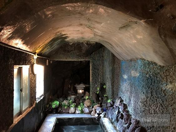 逆巻温泉 川津屋 洞窟風呂の天井