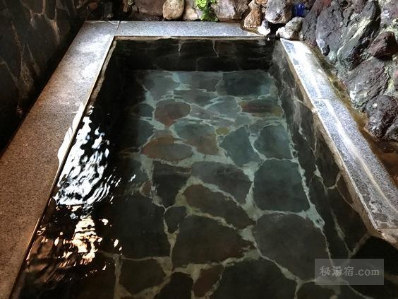 逆巻温泉 川津屋 同区物露の浴槽