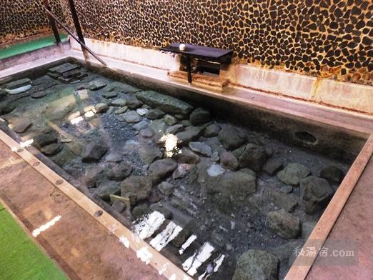 寒の地獄温泉の冷泉浴槽