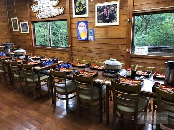 本沢温泉 第一食堂テーブル席