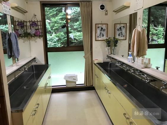 唐沢鉱泉 共用洗面台