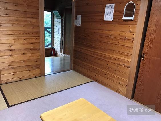 本沢温泉2階窓側から見た客室