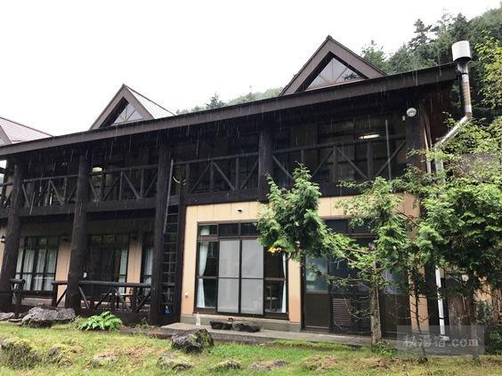 唐沢鉱泉 新館の外観