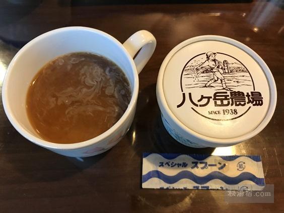 唐沢鉱泉 朝食のコーヒーと八ヶ岳牧場のアイスクリーム