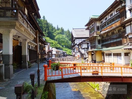 銀山温泉の街並みと白銀の滝 ★★★★