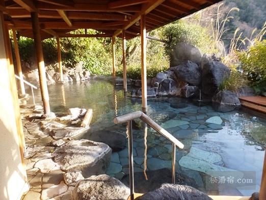 嵯峨沢館 露天風呂の全景