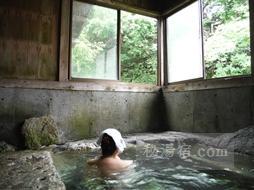 湯西川温泉 薬師の湯に入浴中の画像