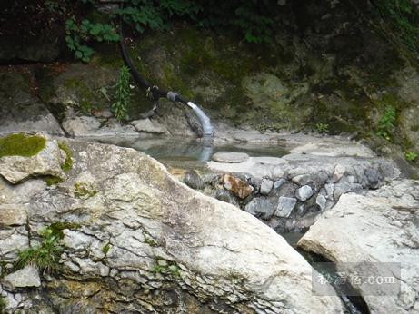 湯西川温泉 薬師の湯から見える対岸の薬研の湯