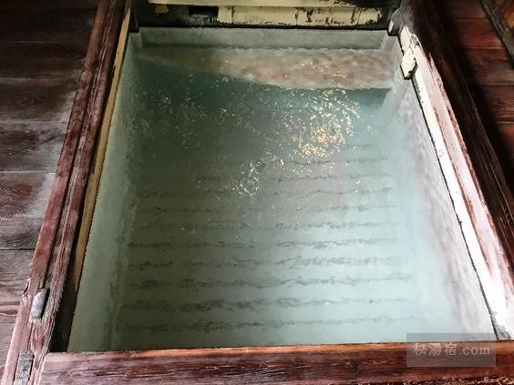 渋御殿湯 男性用の渋長寿泉の浴槽