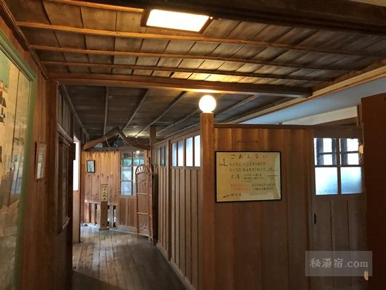 金谷旅館の千人風呂の入口